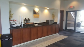 Motel 6 Columbus OSU - Breakfast Area  - #0