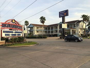 Scottish Inns and Suites - Near Kemah Boardwalk in Kemah, Texas