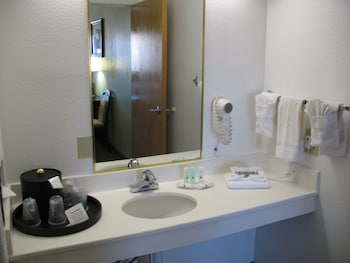 Quality Inn And Suites Gallup - Bathroom  - #0
