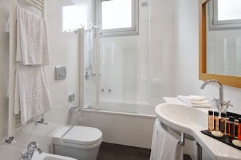 Hotel Canada - Bathroom  - #0