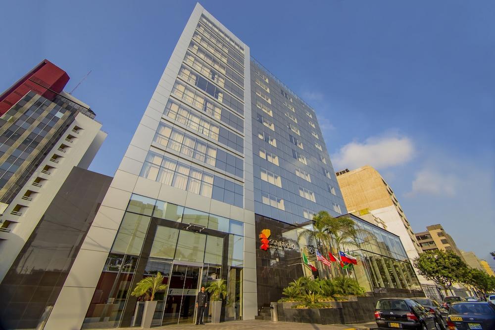 Sol de Oro Hotel & Suites