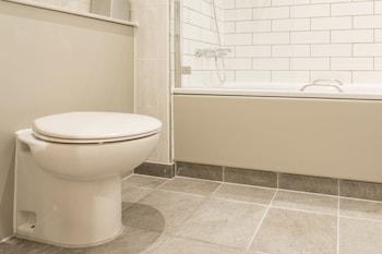 Doubletree by Hilton Cheltenham - Bathroom  - #0