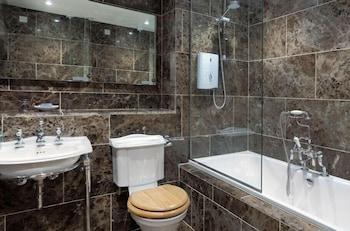 Monk Fryston Hall Hotel - Bathroom  - #0