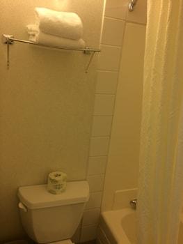 Super 8 Lethbridge - Bathroom  - #0