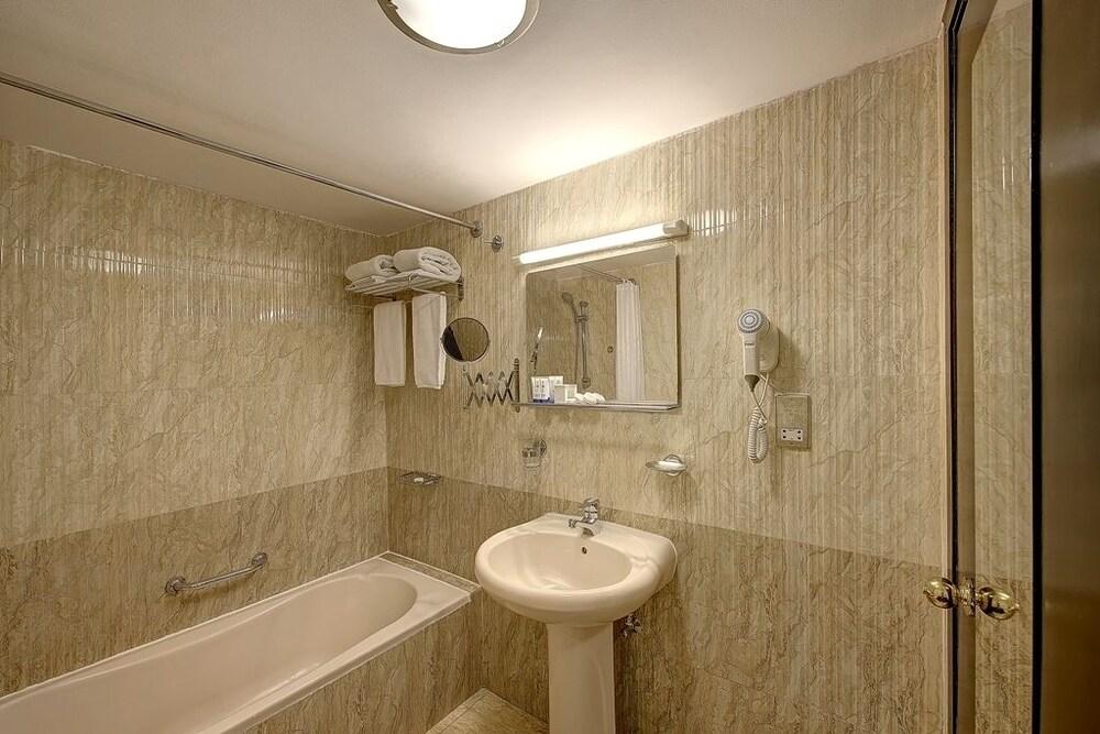 30 Palm Beach Hotel Dubai