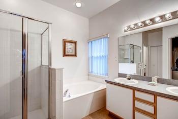 Advantage Vacation Homes - Bathroom  - #0