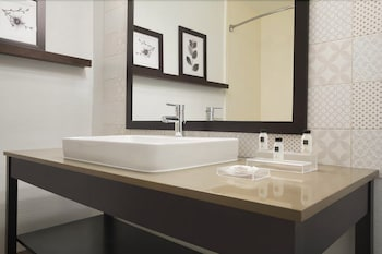 Country Inn & Suites By Carlson DFW Airport South - Bathroom Sink  - #0