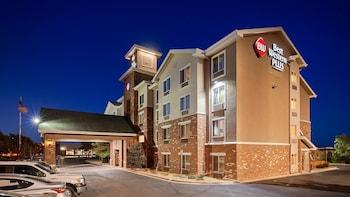 Best Western Plus Gateway Inn & Suites in Aurora, Colorado