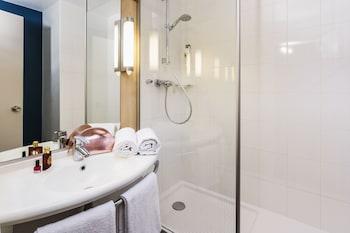 ibis Barcelona Meridiana - Bathroom  - #0