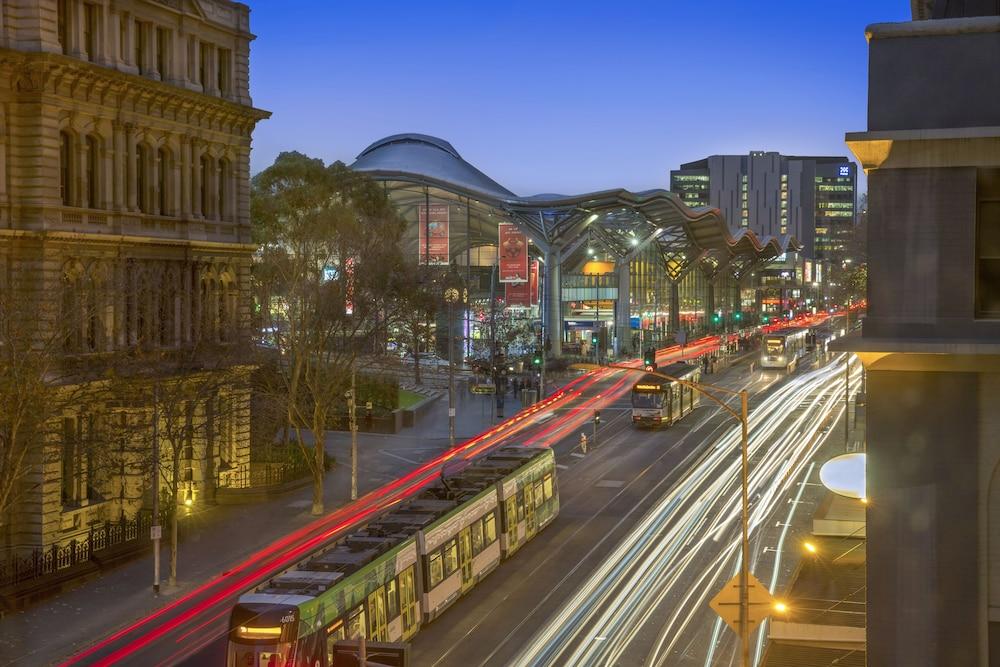 Melbourne Hotels - 𝐁𝐨𝐨𝐤 𝐇𝐨𝐭𝐞𝐥𝐬 in Melbourne @ Rs