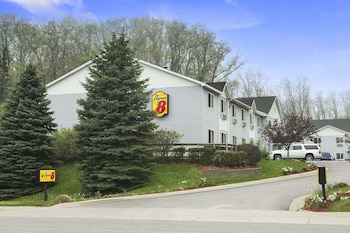 Super 8 by Wyndham Manistee in Manistee, Michigan