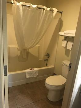 Baymont Inn & Suites Cave City - Bathroom  - #0