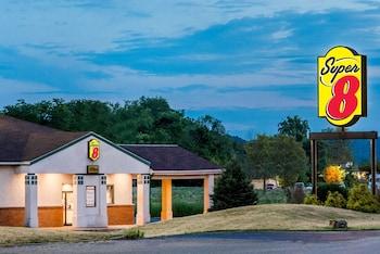Super 8 by Wyndham Newcomerstown in Newcomerstown, Ohio