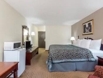 Days Inn And Suites Kaukauna WI - Guestroom  - #0