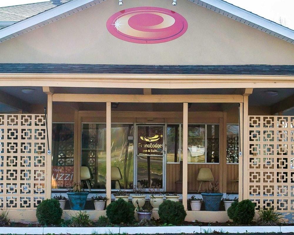Econo Lodge & Suites Warren