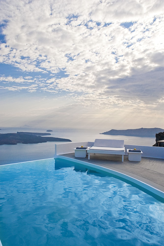 Chromata Santorini Hotel - The Leading Hotels Of The World