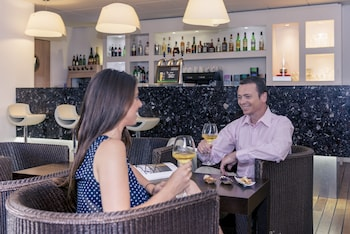 Mercure La Rochelle Vieux Port Sud Hotel - Hotel Bar  - #0