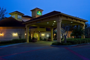 Pet Friendly Hotels near University of South Florida in Tampa from
