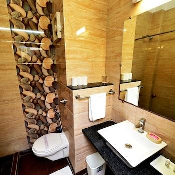 Hotel Vishnupriya - Bathroom  - #0