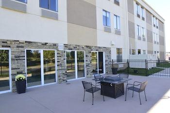 Best Western Plus Lee's Summit Hotel & Suites - Terrace/Patio  - #0