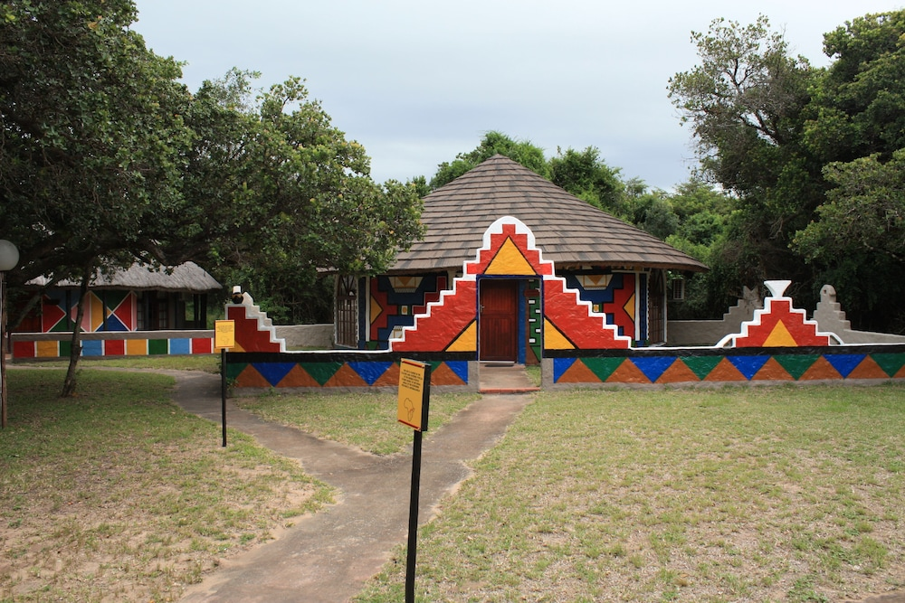 Gooderson Dumazulu Lodge & Traditional Village