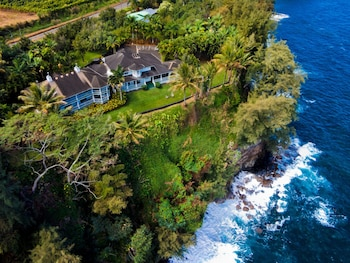 Photo for The Palms Cliff House Inn in Honomu, Hawaii