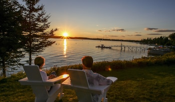 Spruce Point Inn Resort & Spa