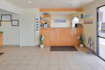 Edgewater Inn And Suites - Concierge Desk  - #0
