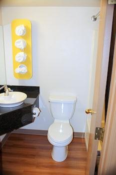 Motel 6 Great Falls, MT - Bathroom  - #0