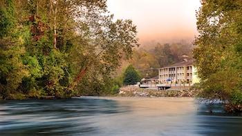 Best Western Plus River Escape Inn & Suites