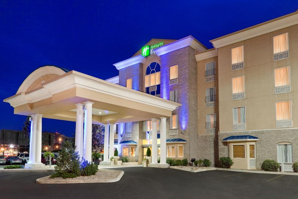 Holiday Inn Express & Suites Saskatoon