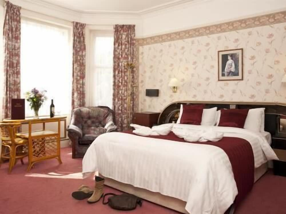 Denewood Hotel - Guest Accomodation