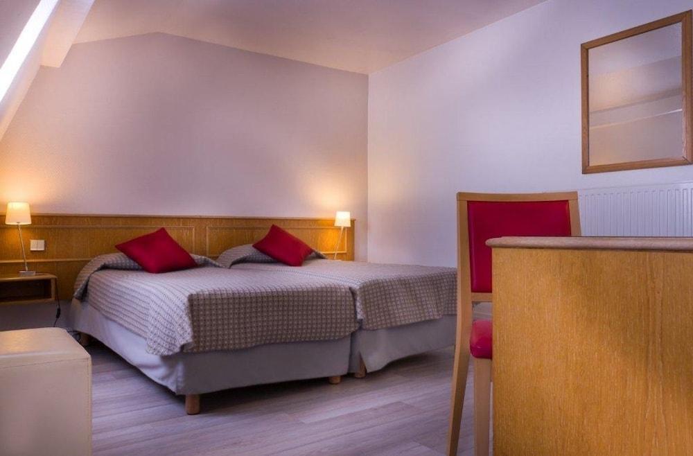 hotel le compostelle en par s francia hotel en. Black Bedroom Furniture Sets. Home Design Ideas