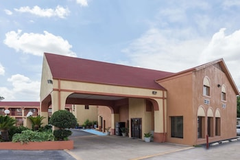 Super 8 by Wyndham Athens TX in Athens, Texas