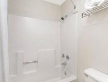 Super 8 Fredericksburg - Bathroom  - #0