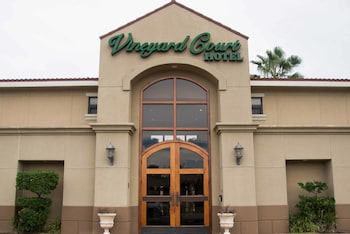 Vineyard Court Designer Suites Hotel