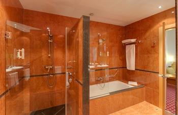 TRYP León Hotel - Bathroom Shower  - #0