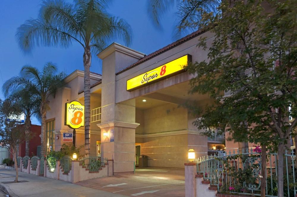 Super 8 by Wyndham North Hollywood