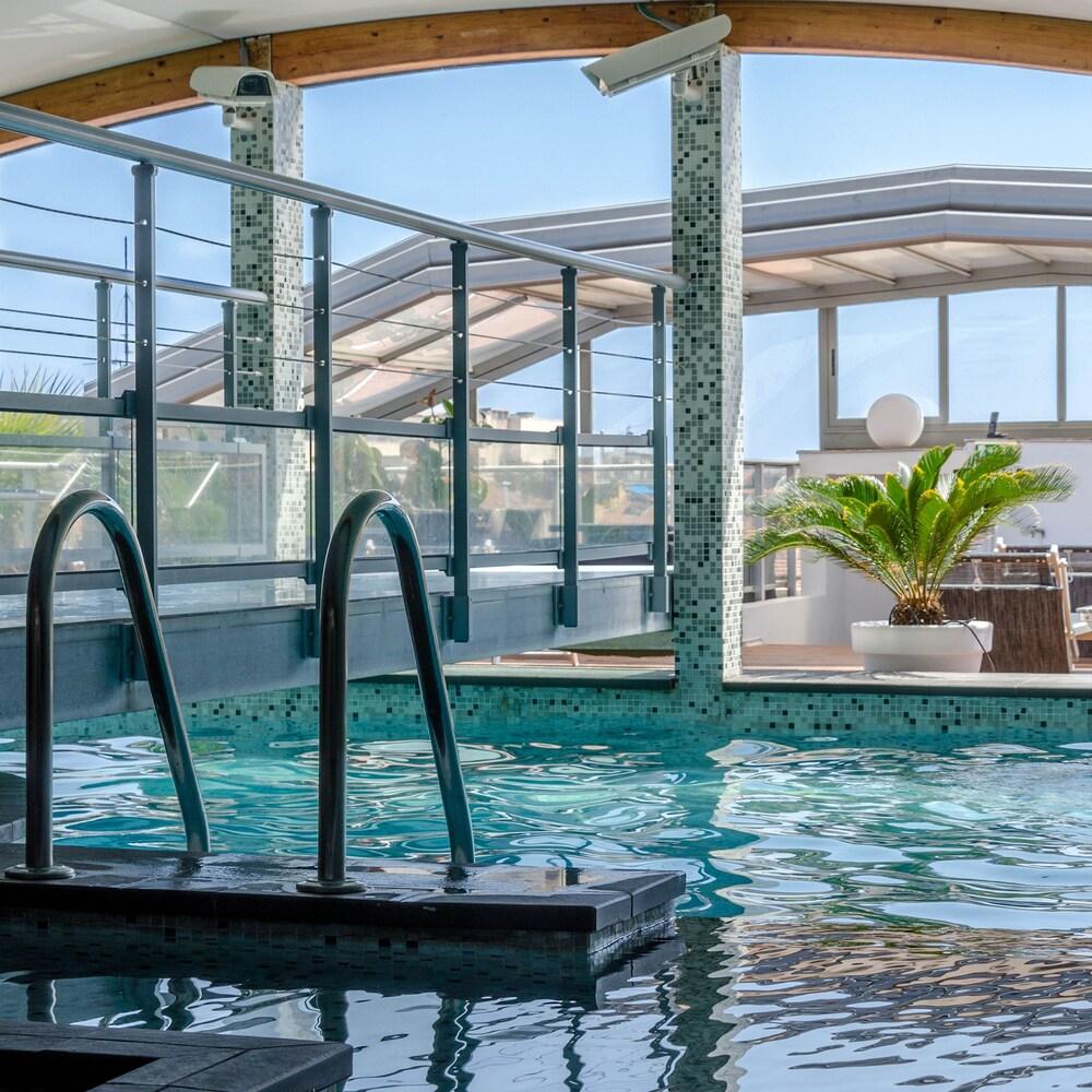 Hôtel Goldstar Resort & Suites