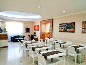 Hotel Riviera Airport, Sure Hotel Collection by Best Western