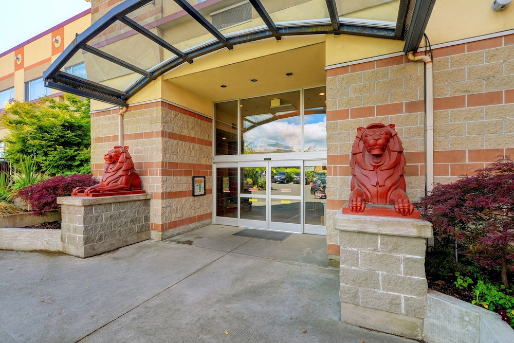 Red Lion Inn and Suites