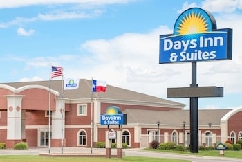 Days Inn & Suites by Wyndham Dumas in Dumas, Texas