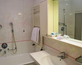 Hotel Pinzolo Dolomiti - Bathroom  - #0
