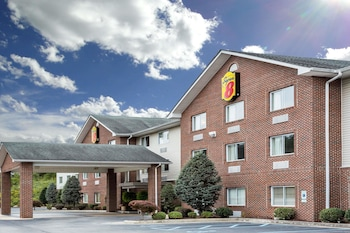 Super 8 by Wyndham Huntington WV in Huntington, West Virginia