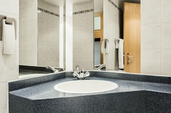 ibis Carlisle – City Centre - Bathroom Sink  - #0
