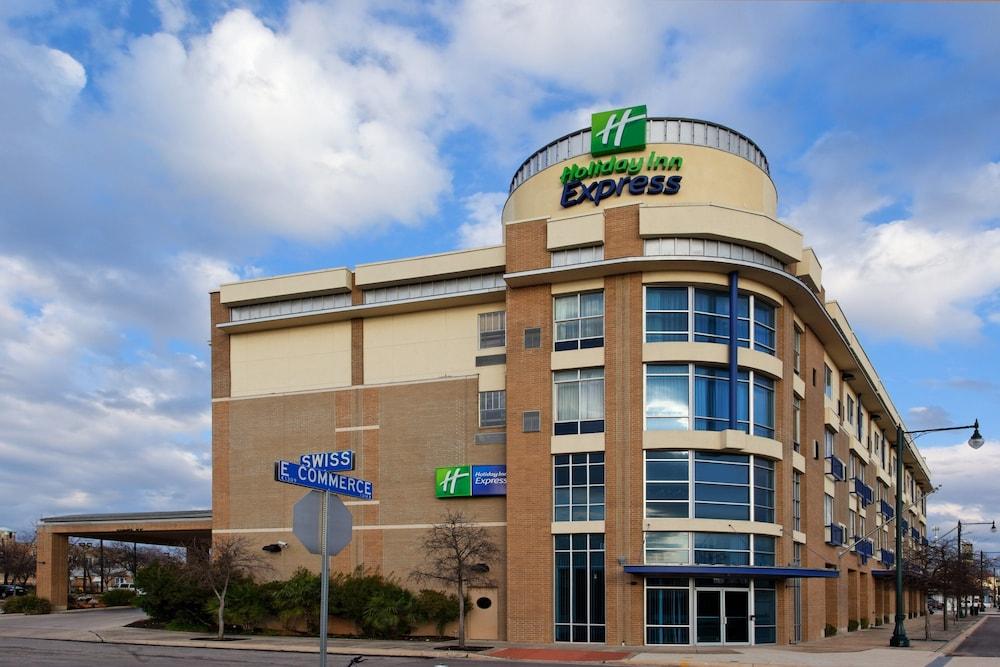 Holiday Inn Express San Antonio Rivercenter Area