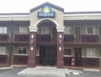 Days Inn by Wyndham Hot Springs in Hot Springs, Arkansas