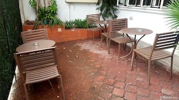 Makati Riverside Inn Outdoor Dining