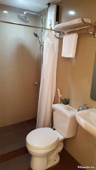 Makati Riverside Inn Bathroom