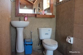 Palawan Sandcastles Beach Resort Bathroom